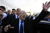 التونسيون يصوتون في جولة الإعادة في انتخابات رئاسة تاريخية