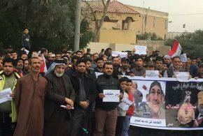 المئات من ابناء البصرة يتظاهرون امام مبنى المحافظة مطالبين بمحاسبة الفاسدين وتفعيل دور القضاء